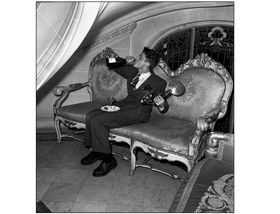 Take a break in the rush - The photo was made in Paris at a party in the Jacques Fath mansion, in1949.